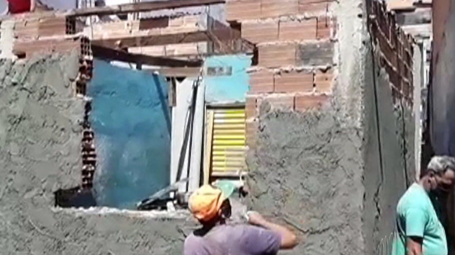 Voluntários reformam casa de moradora de Mogi das Cruzes
