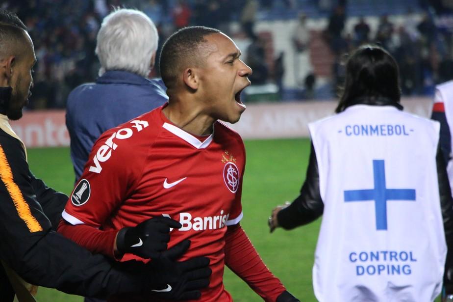 Wellington Silva brilha no Uruguai, extravasa e ganha apoio para assumir protagonismo no Inter