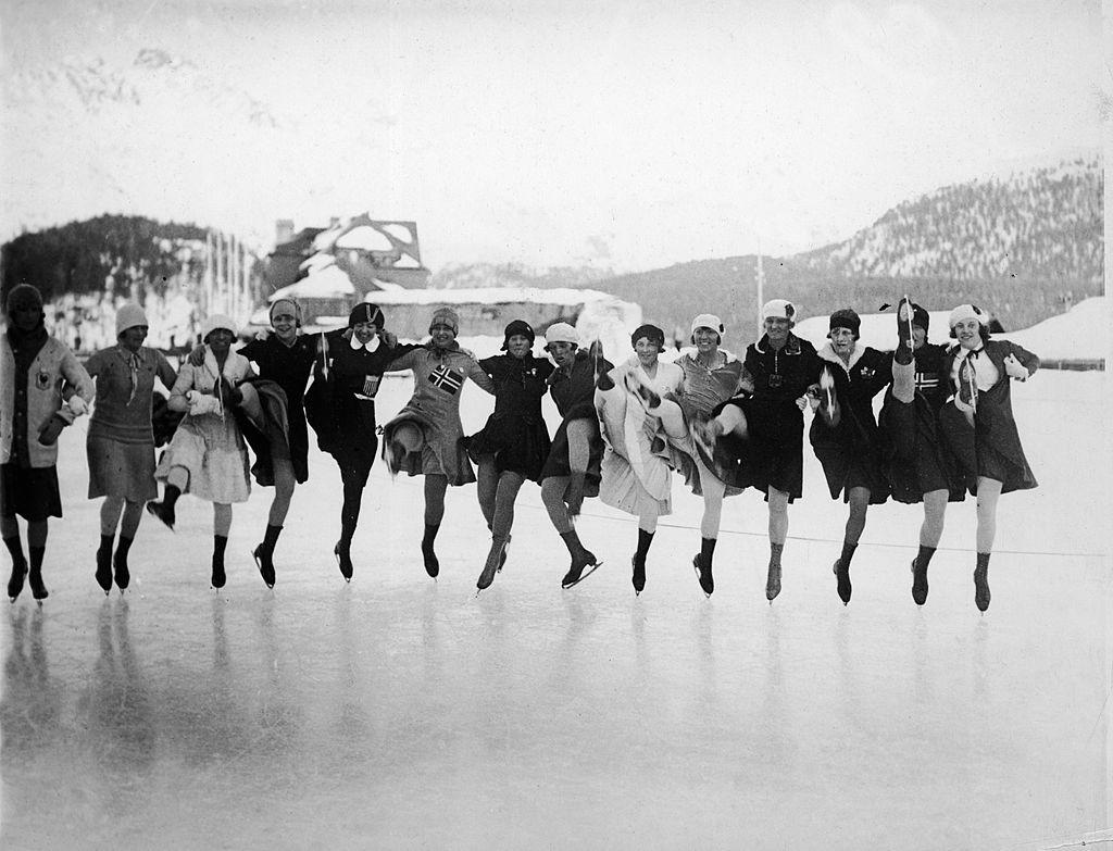 Competidoras de Patinação Artística Femininanos Jogos Olímpicos de Inverno na Suíça, em 1928 (Foto: FPG/Getty Images)