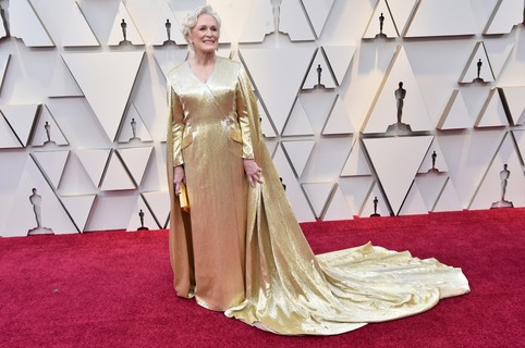 Glenn Close veste Carolina Herrera