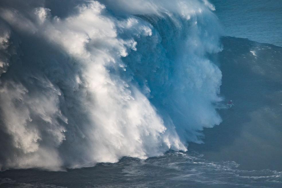 Recordista mundial, Maya Gabeira foi destaque nas ondas de Nazaré — Foto: Bruno Aleixo/Divulgação