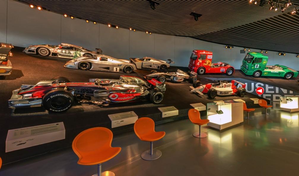 Galeria dos veículos de corrida do museu da Mercedes-Benz — Foto: Reprodução