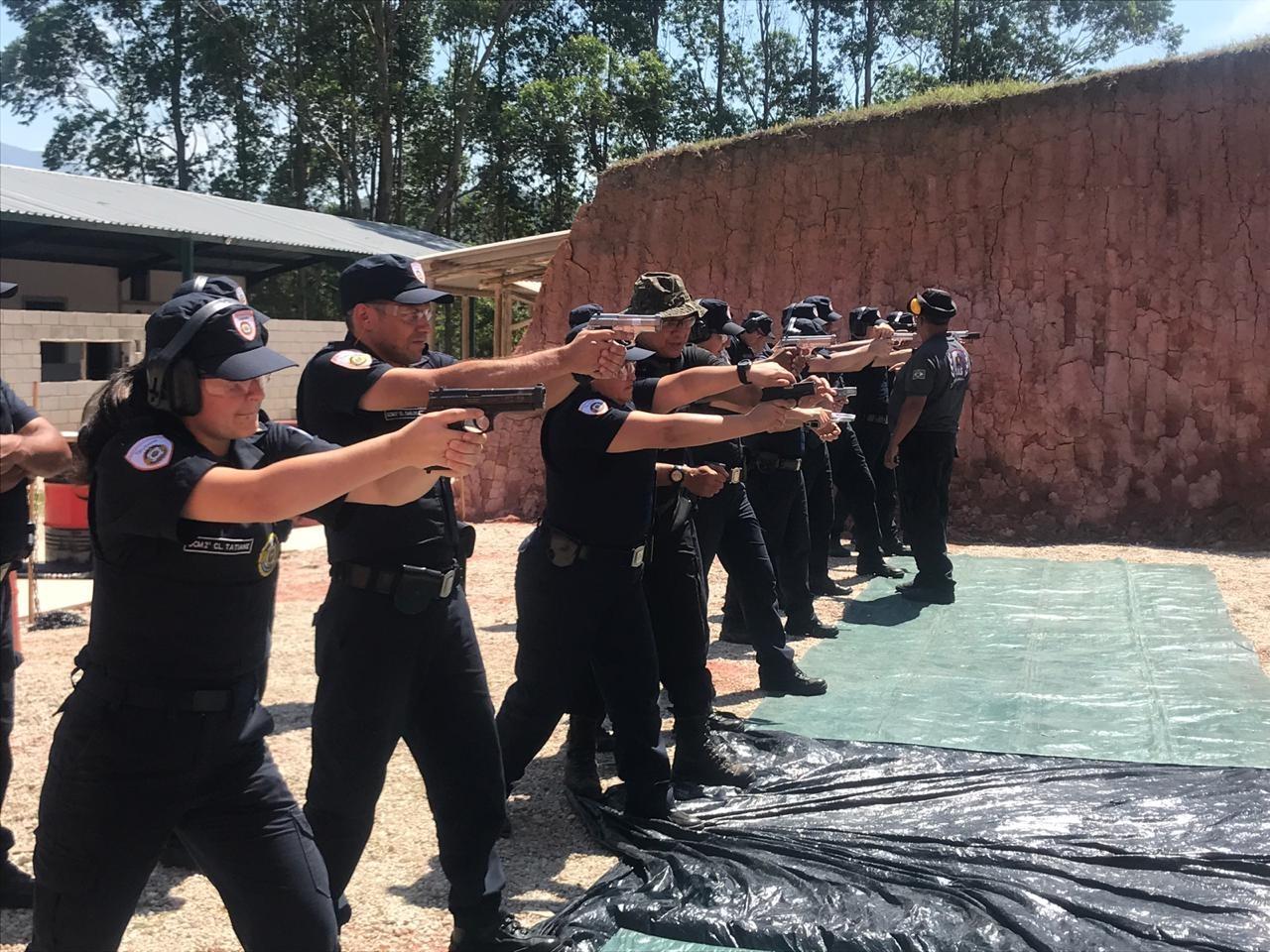 Após postagem em rede social, guardas municipais perdem porte de arma em Taubaté