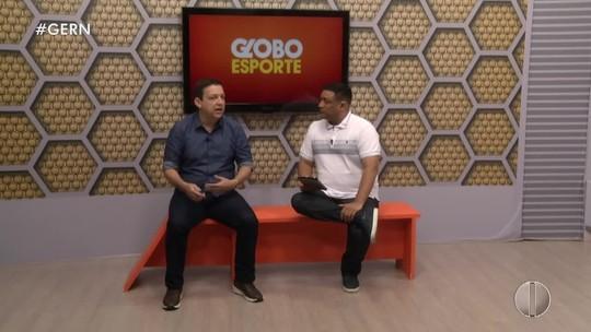 Augusto César Gomes responde a telespectadores no banquinho do GE