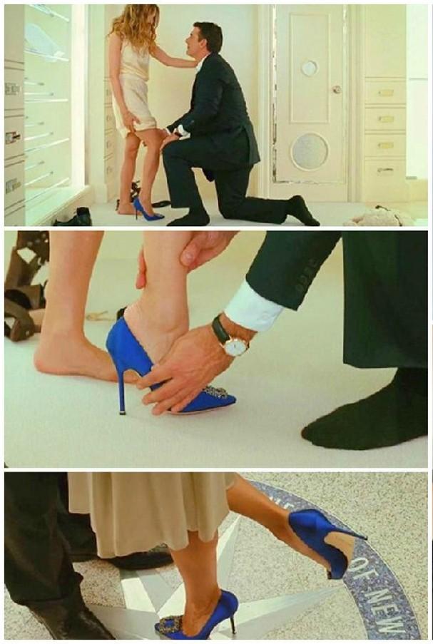 Carrie Bradshaw e seu icônico Manolo Blahnik azul (Foto: Reprodução)