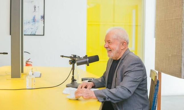 O ex-presidente Luiz Inácio Lula da Silva na gravação do podcast 'Mano a Mano'
