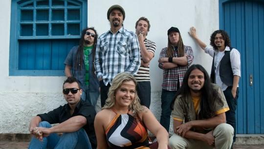 Tati Portella relembra momentos dos 15 anos da banda Chimarruts
