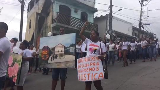 'A arma era o pincel', gritam amigos e familiares em protesto contra morte de artista plástico por PM na Bahia
