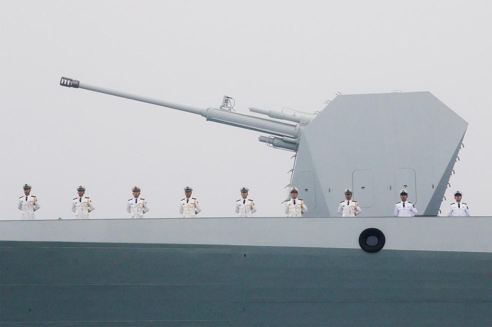 Imagem de arquivo mostra navio de guerra chinês Taiyuan na cidade portuária de Qingdao — Foto: Jason Lee/Reuters
