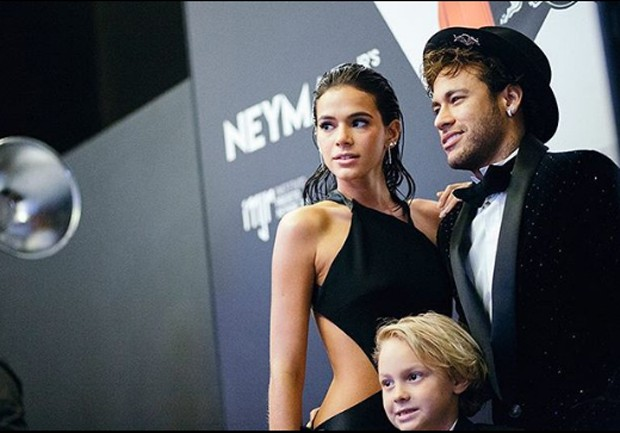 Neymar, Bruna e o filho do jogador (Foto: Reprodução/Instagram)