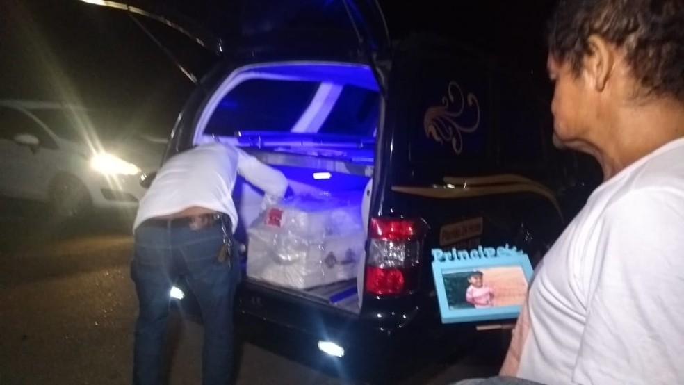 Corpo de menino esquartejado no DF chegou ao Acre na madrugada de quarta (5) — Foto: Tálita Sabrina/Rede Amazônica Acre