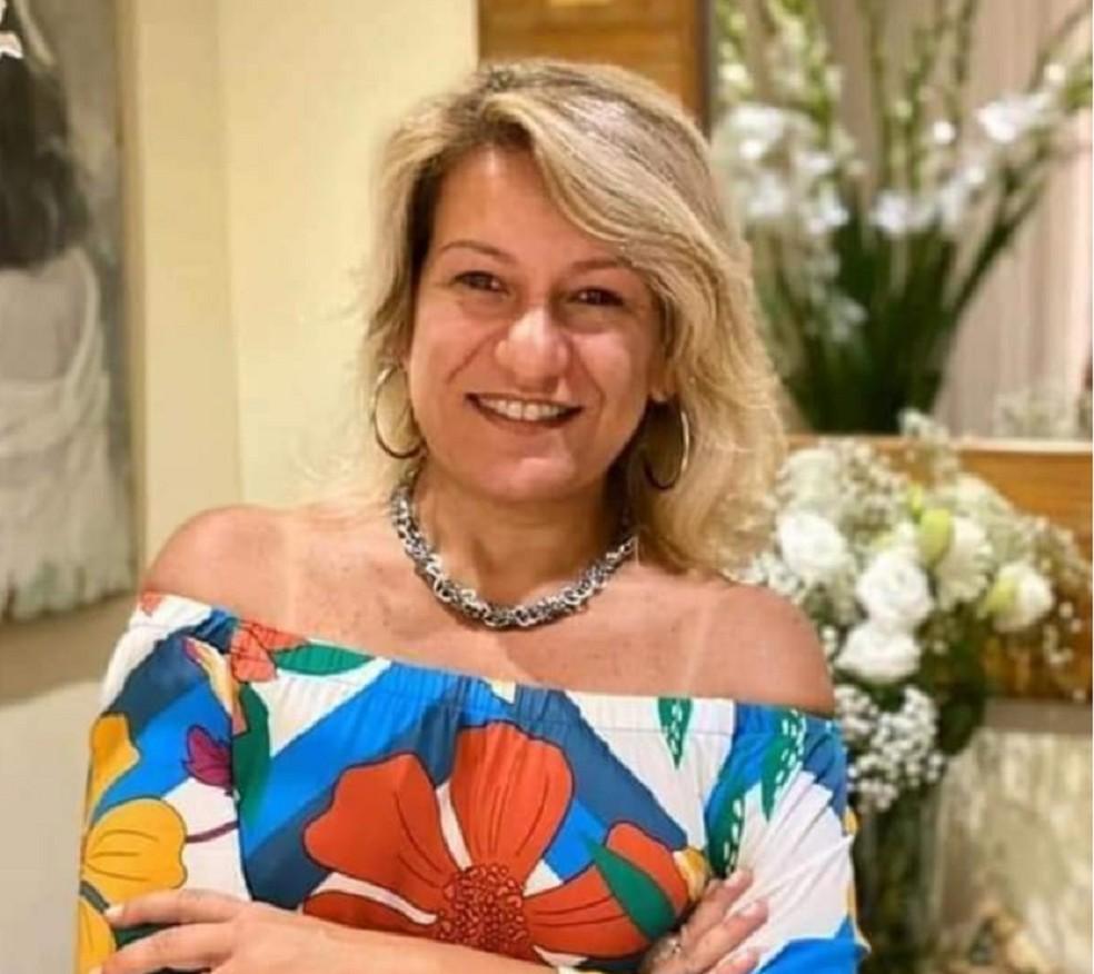 A advogada Patrícia Sá Fortes, de 50 anos, voltava de uma festa quando foi rendida na madrugada de sexta (22). Ela foi encontrada morta, com corpo carbonizado em Petrópolis — Foto: Reprodução Redes Sociais
