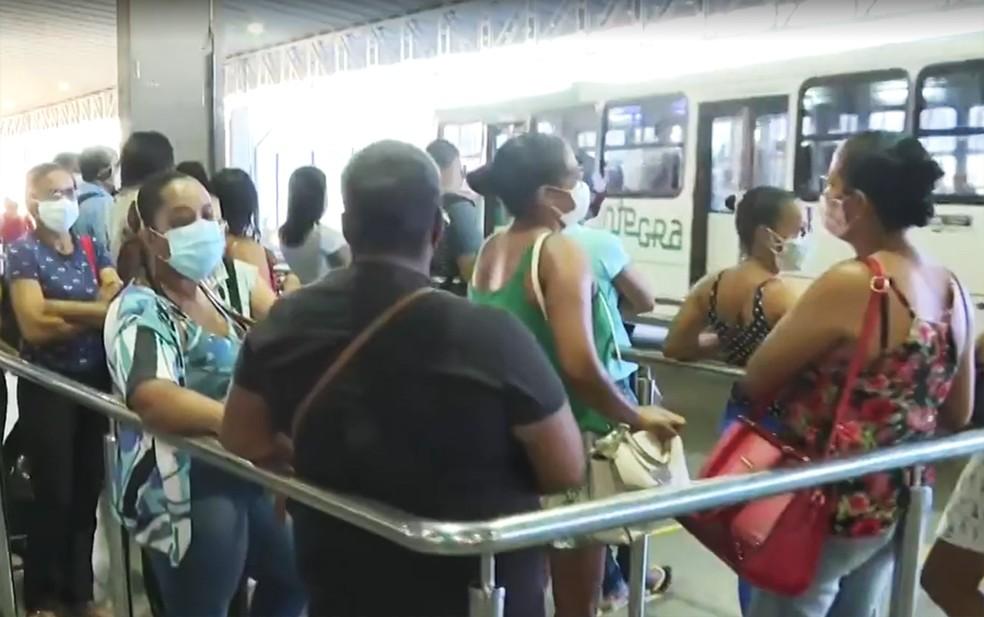 Nova tarifa do ônibus começou a valer a partir desta segunda, em Salvador — Foto: Reprodução/TV Bahia