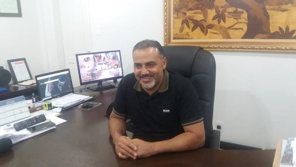 Ilderlei Cordeiro, prefeito Cruzeiro do Sul, gravou vídeo negando esquema  — Foto: Mazinho Rogério/G1