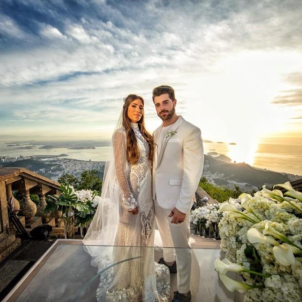 723d45bfc4 Todos os detalhes dos dois vestidos de noiva de Romana Novais ...