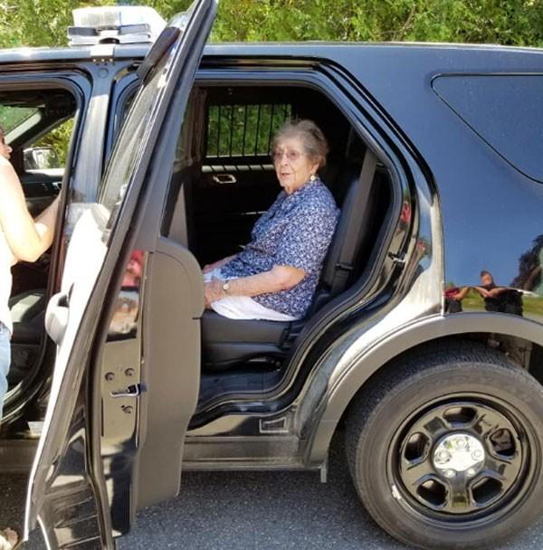 Americana de 93 anos ganhou presente de aniversário inusitado (Foto: Reprodução/Facebook)