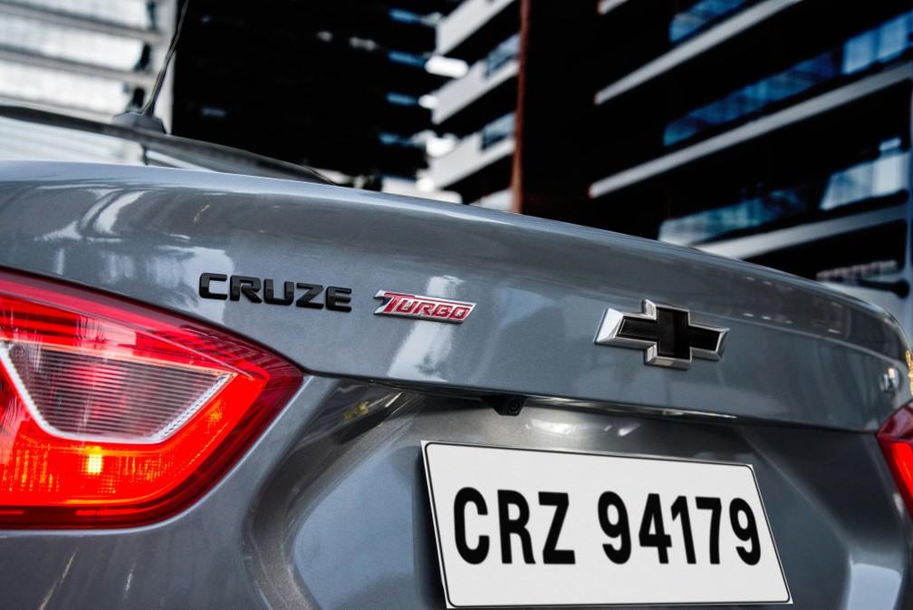Chevrolet Cruze Black Bow Tie — Foto: Divulgação/Chevrolet