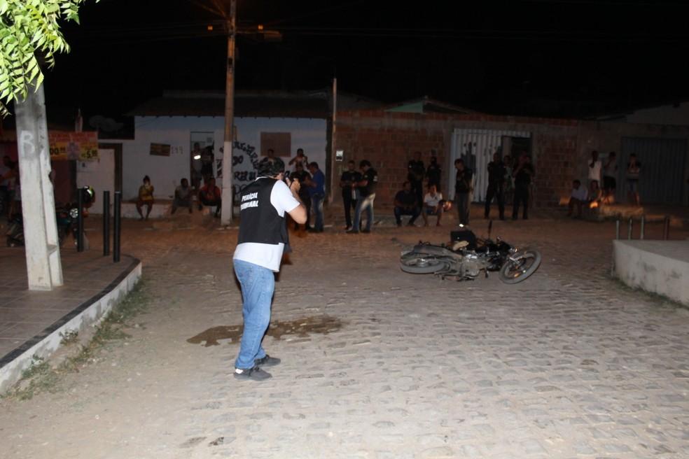 Perícia Criminal foi ao local do crime na noite desta quarta (11), em Mossoró, no Oeste potiguar, para o início das investigações — Foto: Marcelino Neto/O Câmera