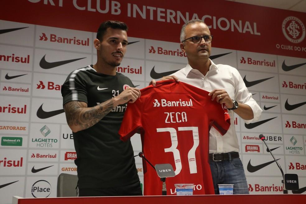 Zeca vestirá a camisa 37 no Inter (Foto: Eduardo Deconto)