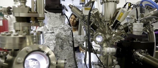 Cientista trabalha no Centro Brasileiro de Pesquisas Físicas, no Rio