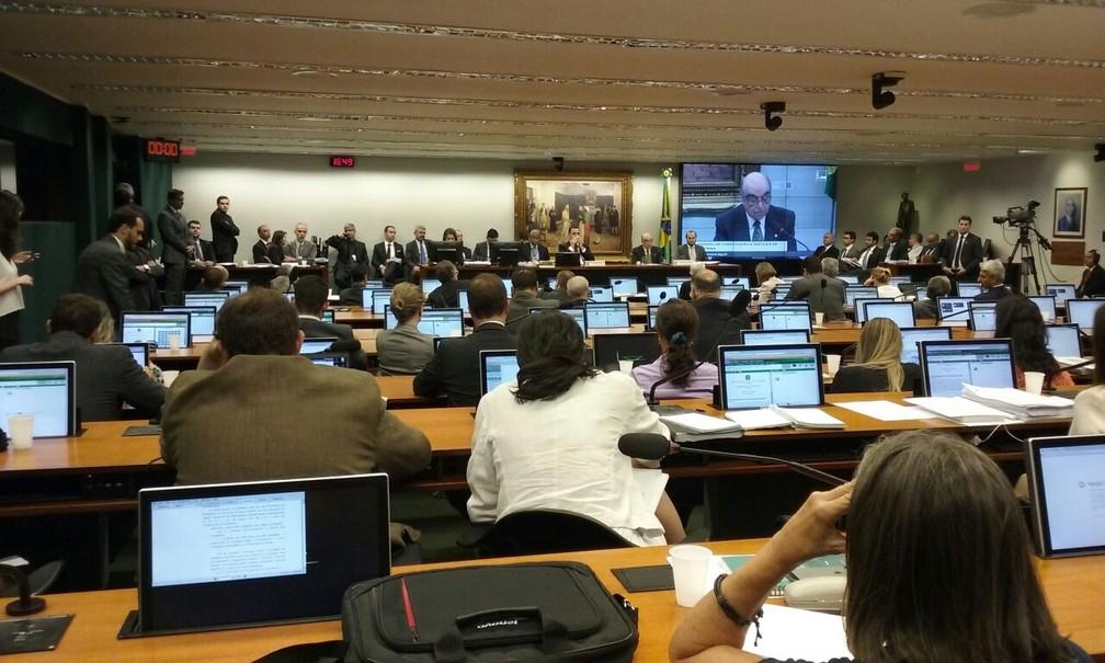 O plenário da CCJ, durante leitura do relatório do deputado Bonifácio de Andrada (PSDB-MG) (Foto: Fernanda Calgaro/G1)
