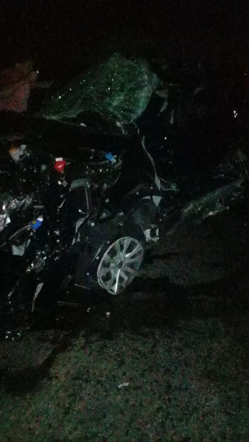Carro ficou destruído após acidente na BR-304 na Grande Natal. — Foto: Redes sociais
