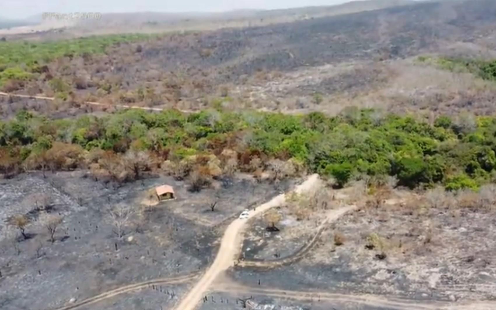 Incêndio na Chapada dos Veadeiros completa 1 semana e consome área equivalente a 18 mil campos de futebol