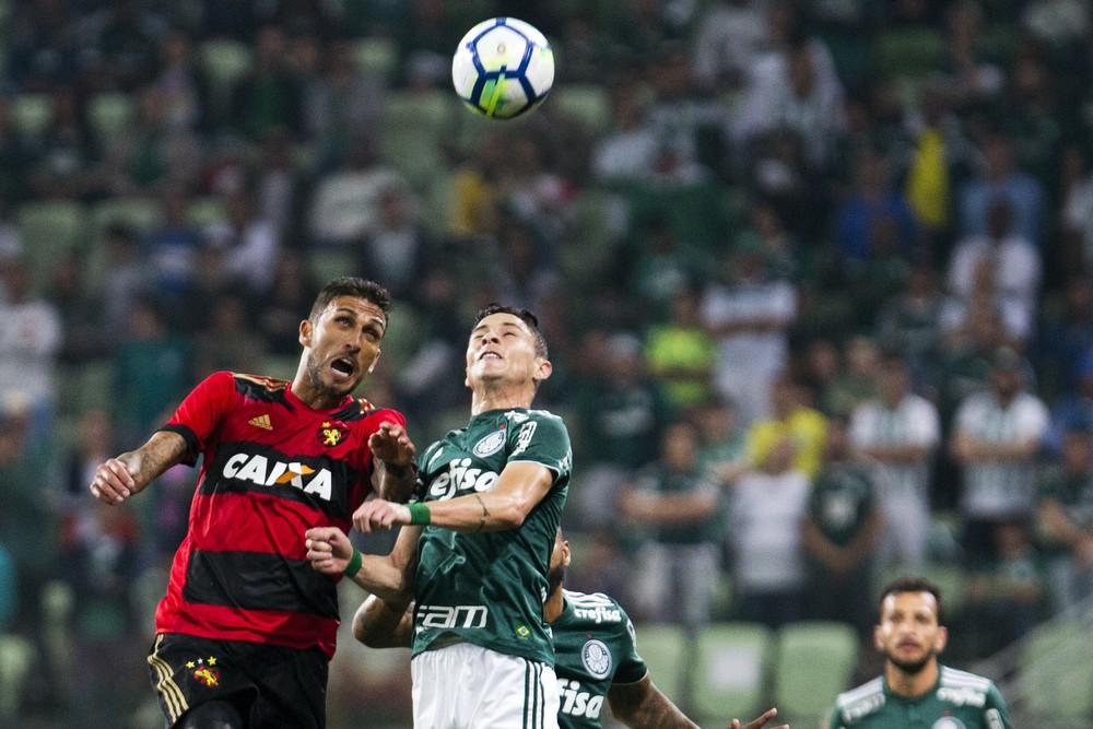 Barbosa leva o terceiro amarelo, e Victor Luis deve enfrentar o Cruzeiro