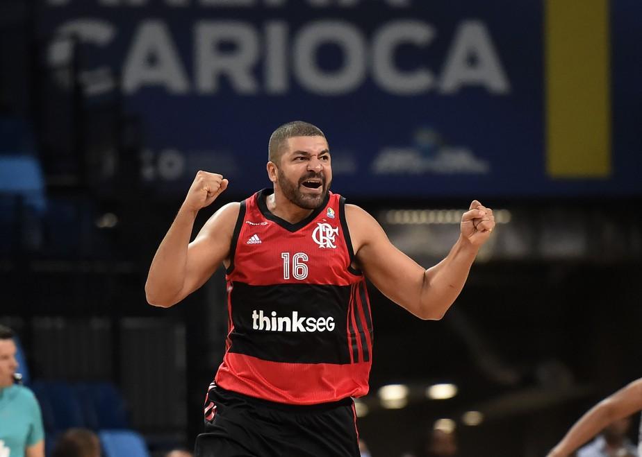 Aguerrido, Flamengo bate Mogi em noite de Olivinha e ganha sobrevida na semifinal