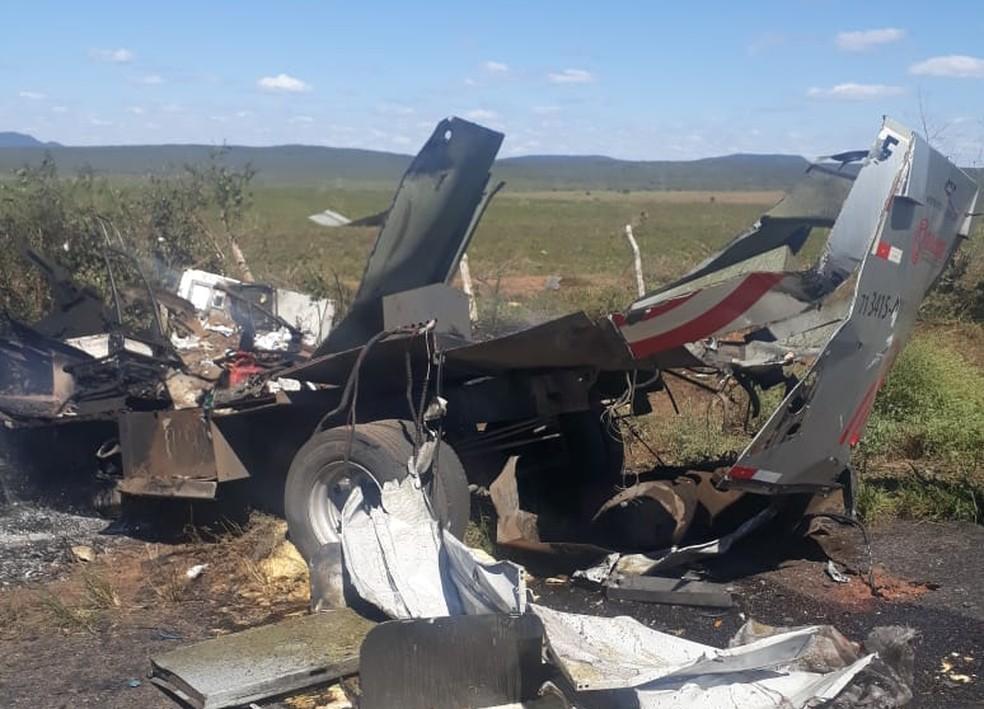 Suspeitos armados explodem carro-forte na BR-110, no norte da Bahia — Foto: Redes sociais