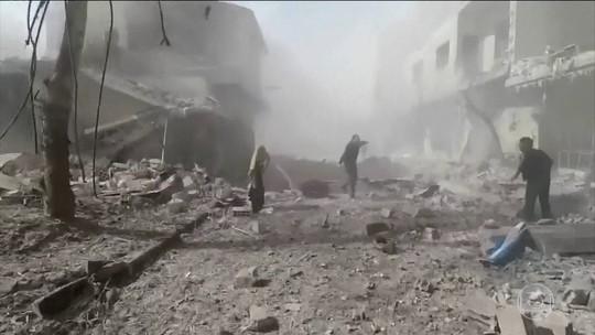 Novos bombardeios do regime sírio matam dezenas em reduto rebelde