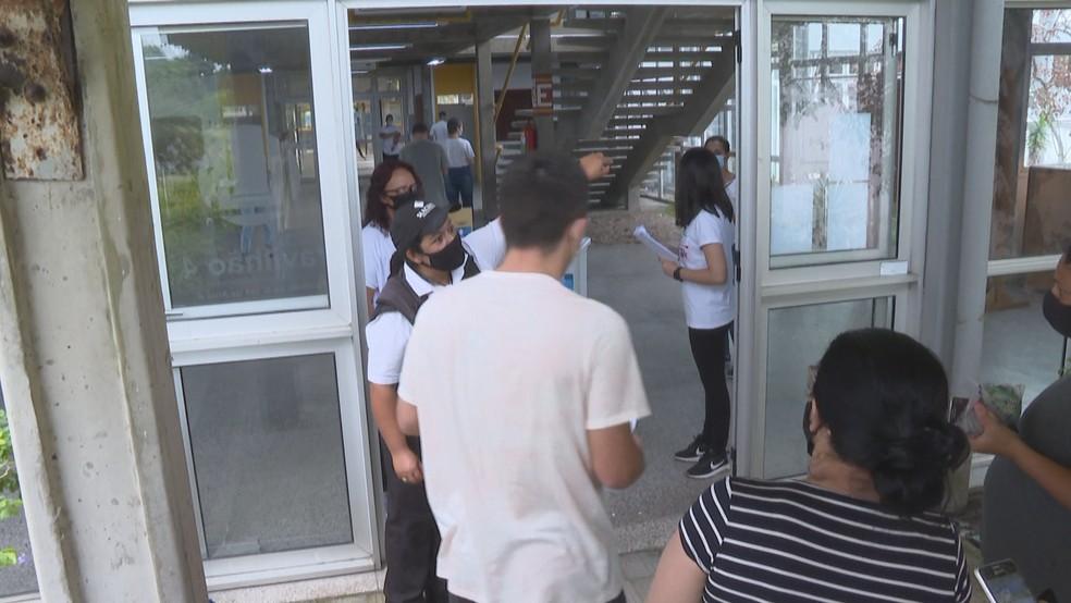 Estudantes relatam que não puderam fazer o Enem após salas 'excederem capacidade máxima' no RS | Rio Grande do Sul | G1