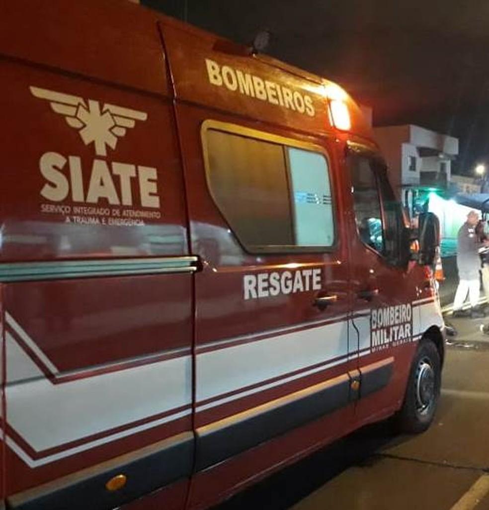 Motociclista morreu no Bairro Santa Mônica após se chocar com carro em Uberlândia — Foto: Corpo de Bombeiros/Divulgação