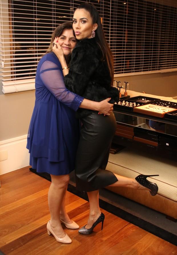 Daniela Albuquerque e a mãe, Eunice (Foto: Thiago Duran/AgNews)