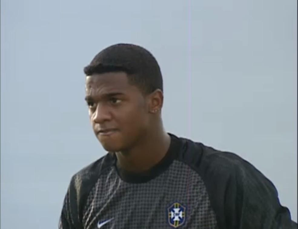 Felipe, ex-Vitória, Corinthians e Flamengo, era o goleiro do Brasil contra a França no Mundial de 2001 — Foto: Reprodução/Fifa TV