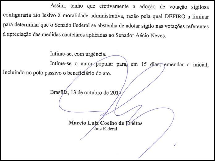 Trecho da decisão de juiz federal de Brasília que determina votação aberta em sessão que analisa afastamento do senador Aécio Neves (PMDB-MG)