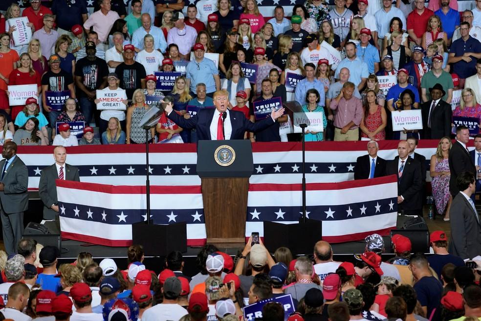 Donald Trump participa de comício por reeleição em Greenville, na Carolina do Norte (EUA) — Foto: Kevin Lamarque/Reuters