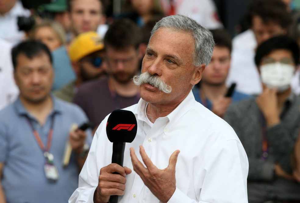 Chase Carey na coletiva pós-cancelamento do GP da Austrália — Foto: Charles Coates/Getty Images