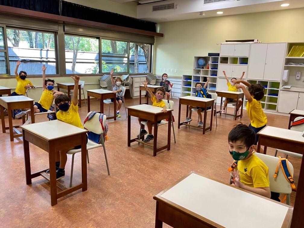 Crianças voltam à escola particular Santa Cruz, em São Paulo — Foto: Santa Cruz/divulgação