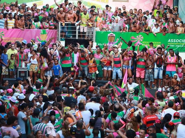 Quadra da Mangueira explode de alegria (Foto: Rodrigo Gorosito/G1)