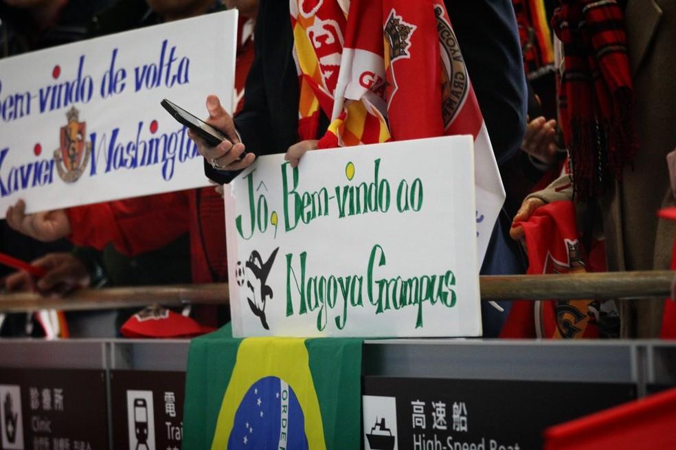 Mensagens da torcida do Nagoya Grampus para Jô (Foto: Divulgação / Nagoya Grampus)