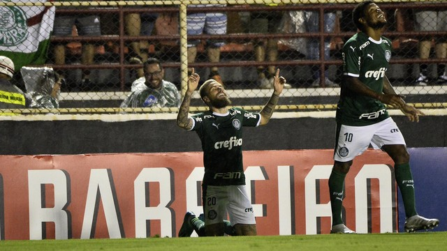 Lucas Lima comemora o gol diante do Ituano