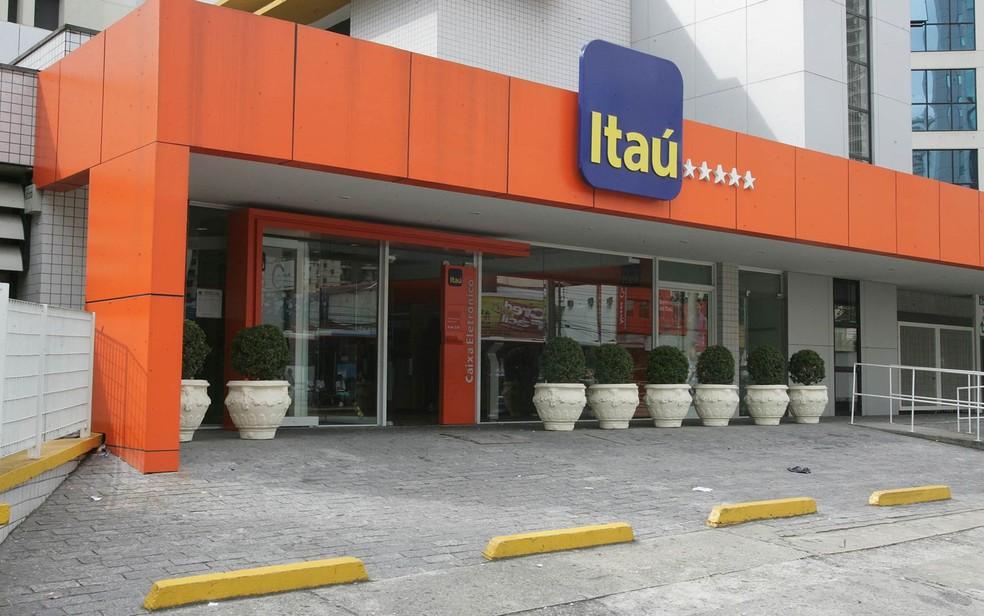 Fachada da agência do Banco Itaú localizada na Avenida Ibirapuera, na Zona Sul de São Paulo (Foto: Márcio Fernandes/Estadão Conteúdo/Arquivo)