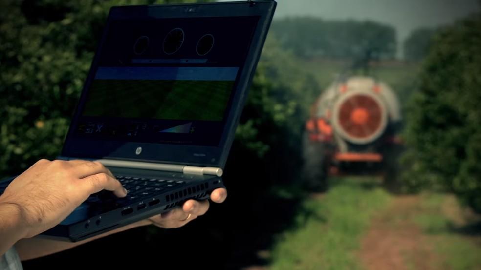 Veículo Agrícola Autônomo é operado remotamente (Foto: Jacto Agrícola/Divulgação)