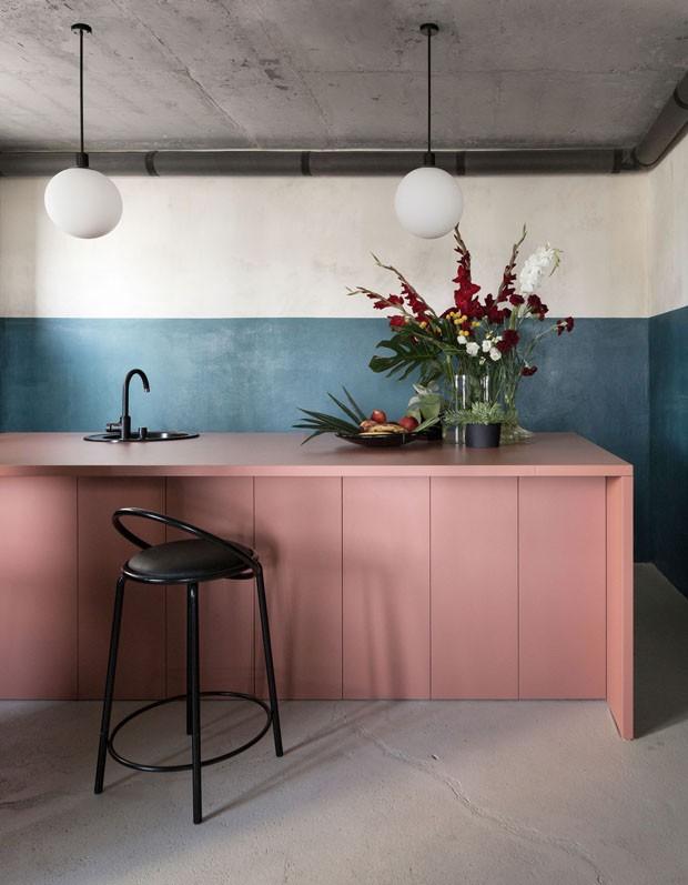 Décor do dia: cozinha minimalista e colorida (Foto: reprodução)