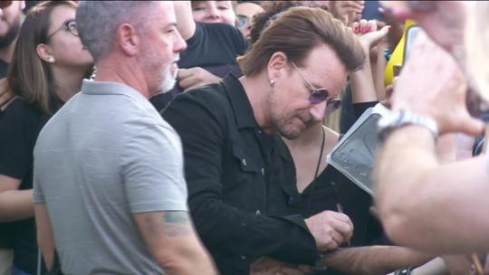 Bono Vox demonstra simpatia e bom humor em São Paulo