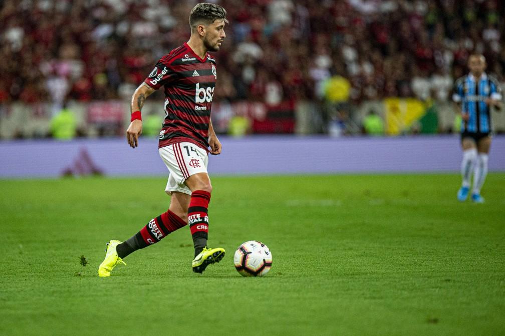 Arrascaeta em duelo com o Grêmio — Foto: Alexandre Vidal/Flamengo
