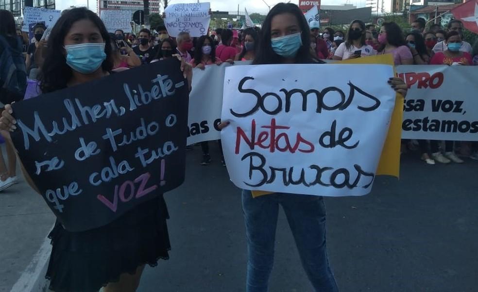 Mulheres participam de ato em Maceió em apoio a Mariana Ferrer — Foto: Carolina Sanches/TV Gazeta