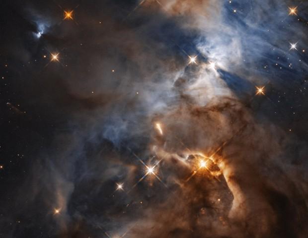 """Imagem registrada pelo Telescópio Espacial Hubble mostra a """"Sombra do Batman"""" (Foto: Reprodução NASA, ESA, e STScI)"""