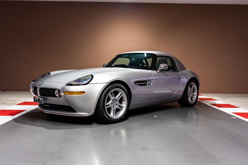 BMW Z8, o caro do James Bond, tem o mesmo preço de venda do Mercedes SLS AMG — Foto: Divulgação